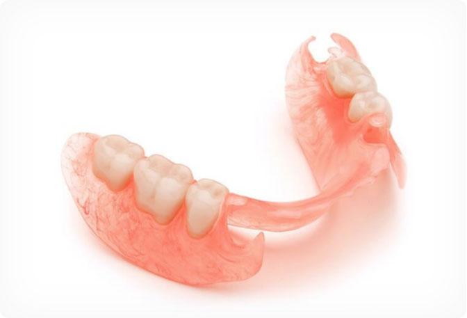 Съёмные зубные протезы из нейлона